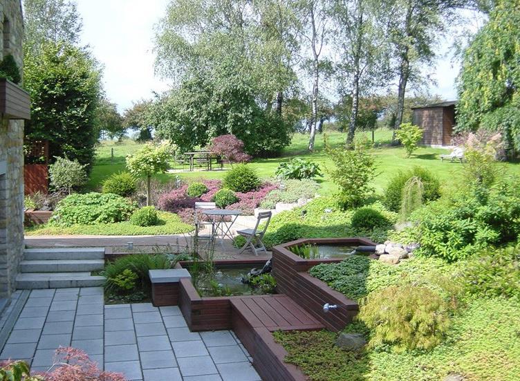 Amenager Son Jardin Exterieur Table De Lit A Roulettes - Amenager Un ...