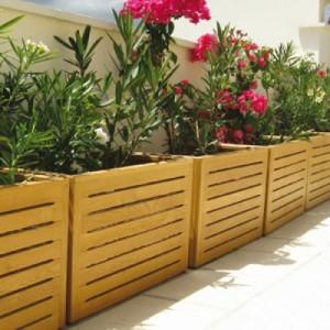 Des conseils en d coration maison et jardin comment - Pot en bois exterieur ...